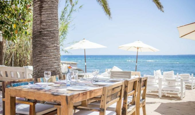 white-ibiza-beach-restaurants-01-la-escollera-2020