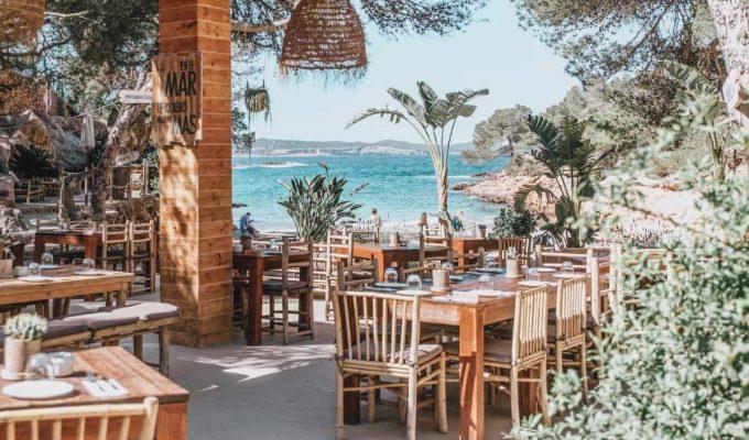 white-ibiza-beach-restaurants-03-cala-gracioneta-2020